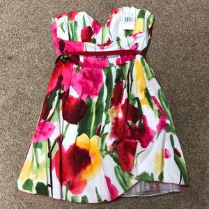 Dresses & Skirts - Xtraordinary sweetheart floral strapless dress